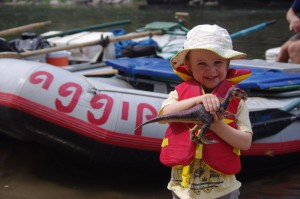 Children have a great time on the Salmon River with Aggipah