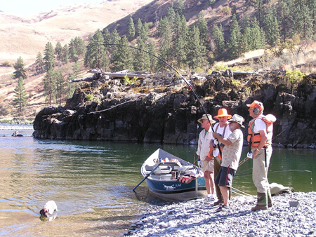 Drift boat fishing for steelhead on the salmon river in idaho for Idaho ice fishing report